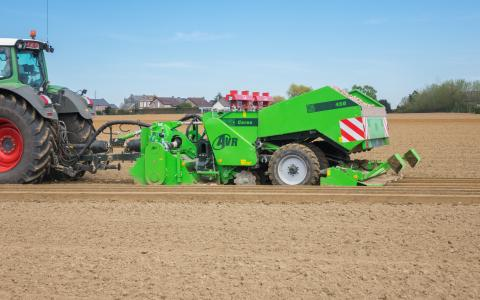 AVR_Ceres 450 trailed potato planter