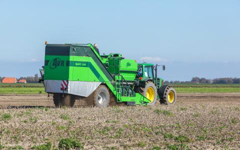 AVR Spirit 5200_2-row trailed bunker potato harvester